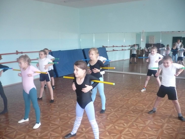 Дети на занятиях физической культуры фото